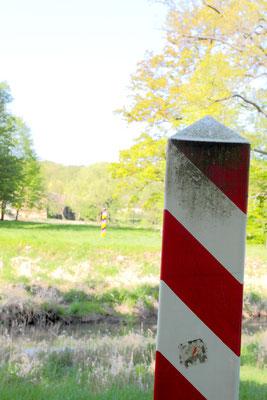 Nachdem das Potsdamer Abkommen die Lausitzer Neiße zur Grenze zwischen Polen und Deutschland erklärt hatte, befinden sich 2/3 des Parks auf polnischem und 1/3 auf deutschem Gebiet