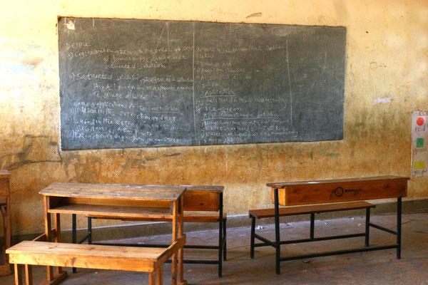 Bis zu 80 Schüler pro Klasse nehmen am Unterricht teil