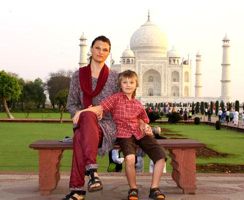 Das Taj Mahal scheint wie aus einem Märchen oder einem Traum entsprungen.