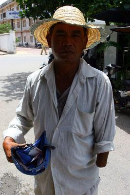 ein Opfer? Rd. 3 Mio. Tote hatte das Land unter der Terrorherrschaft der Roten Khmer zu beklagen !