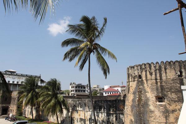 Das Arabische Fort in Stone Town ist auch bekannt unter dem Namen altes Fort, erbaut zw. 1698 und 1701 als Schutz vor den Portugiesen. Im 19. Jhdt. auch als Gefängnis genutzt.