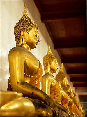 goldene Statuen im Wat Pho