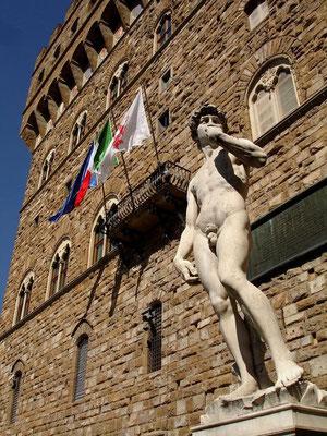 Die Uffizien sind ein von 1559 bis ca. 1581 ursprünglich für die Unterbringung von Ministerien und Ämtern in Florenz errichteter Gebäudekomplex