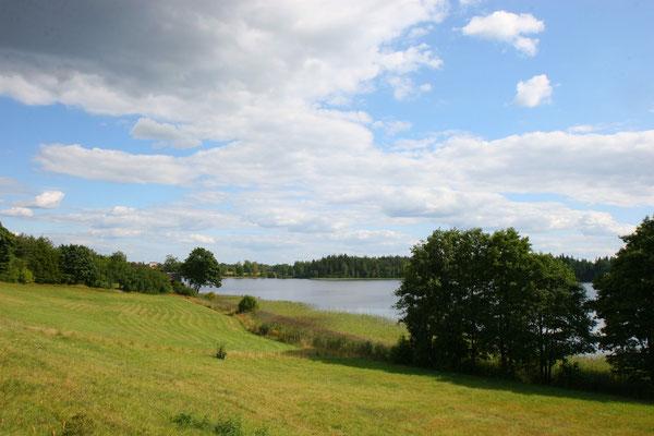 idyllisch und getarnt am Plateliai-See - wer hätte gedacht, dass sich in dieser schönen Natur so tödliche Waffenarsenale befinden