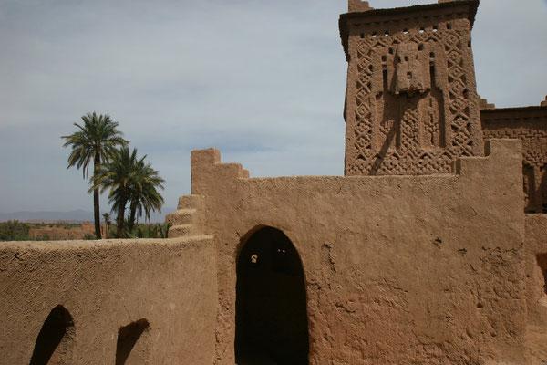Doch seit die UNESCO das befestigte Dorf zum Weltkulturerbe erklärte, werden die verfallenen Häuser wieder restauriert und die Menschen dazu ermuntert zurückzuziehen.
