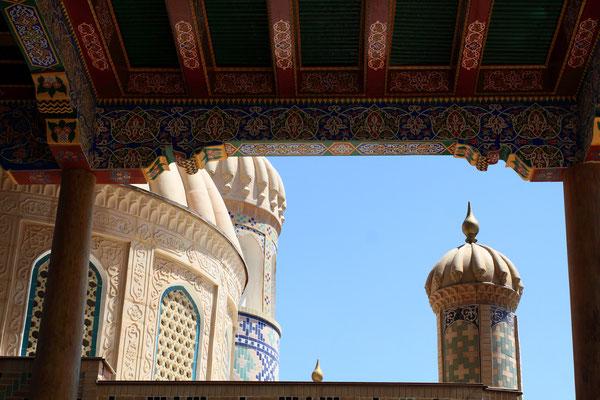 Auch hier kann man den eindrucksvollen Detailreichtum bewundern. An der Stelle soll sich ein antiker Tempel befunden haben, bevor die Araber im 19. Jhdt. die Moschee hier bauten.