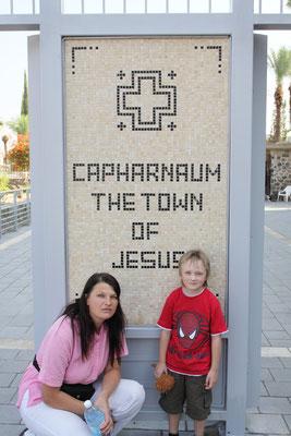 Unweit des Bootes, am Nordufer des Sees Genezareth gehört Kapernaum wohl zu den wichtigsten Wirkungsstätten Jesu.