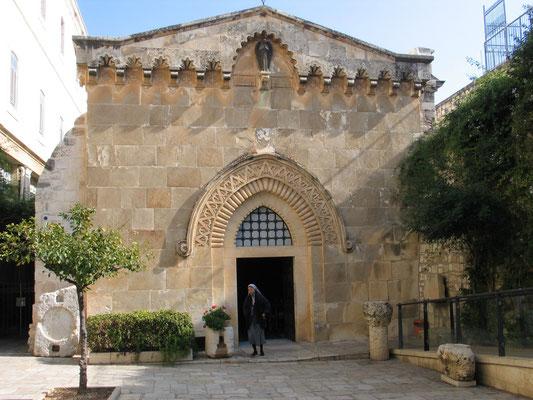 Geißelungskapelle. Sie hat einen mittelalterlichen Ursprung zu Zeiten der Kreuzfahrer. Innen wird die Geißelung dargestellt mit Pilatus, wie er sich seine Hände in Unschuld wäscht.