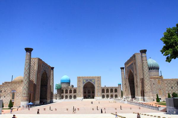 Samarkand - die 2700 Jahre alte Stadt an der legendären Seidenstraße hat schon immer Reisende in ihren Bann gezogen und ist auch heute noch faszinierend wie der Registan, das historische Herz Usbekistans.