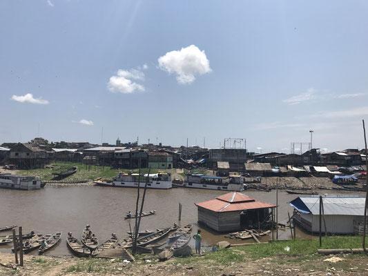"""Belen - das Viertel der Pfahlhäuser ist für manche das """"Venedig Amazoniens"""", realistisch betrachtet jedoch ein riesiger schwimmender Slum."""