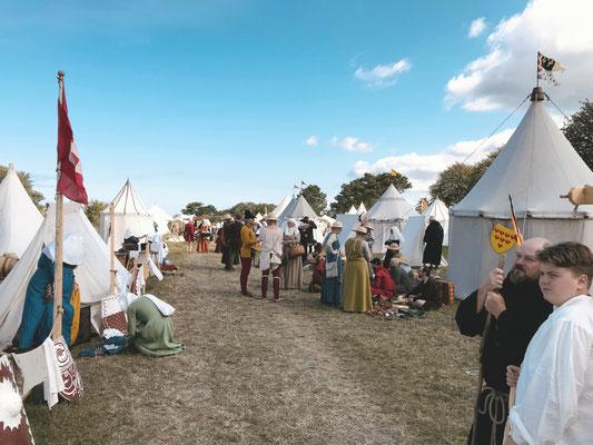 Einmal im Jahr feiert Visby die Mittelalterwoche und die Geschichte wird wieder lebendig. Dann füllt sich die kleine Stadt mit Mönchen, Kaufleuten und Rittern.