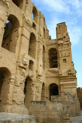 EL-Djem: Eins von drei Amphitheatern, von wohlhabenden Einwohnern aus der Region im 2. Jhdt. erbaut