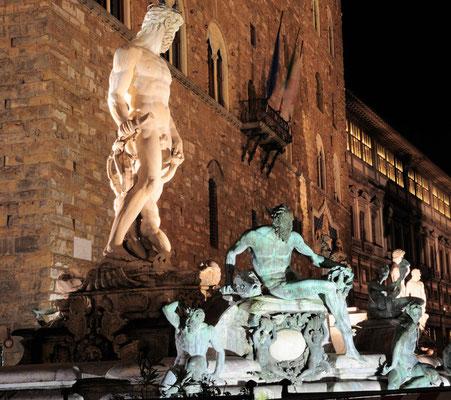 Neptunbrunnen bei Nacht