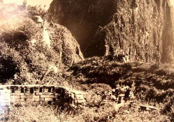 Foto über die Entdeckung der Anlage (Quelle: Machu Picchu Museum)