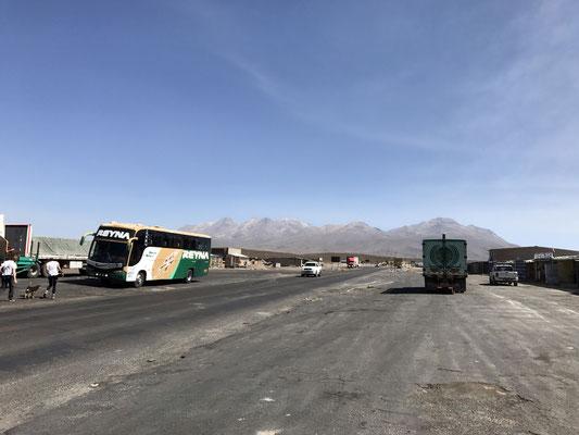Auf dem Weg nach Colca-Tal machen wir Station auf einem Pass in einer Höhe von knapp 5.000 m
