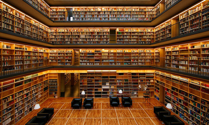"""Studiensaal der Bibliothek, der """"Kubus"""""""