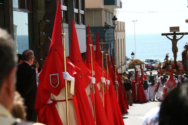 Osterprozession  Christus und Maria durch die Straßen von Santa Cruz