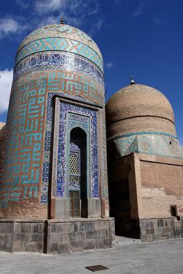 Gegründet im 5. Jhdt. n. Chr. von den Sasaniden ist sie heute berühmt  durch das 1. Ordenskloster Azarbaidjans, zu dem sie vor der russischen Besetzung und späteren Teilung gehörte