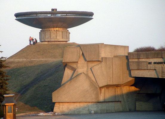 Ein gigantisches Monument symbolisiert den Sieg über den Faschismus.