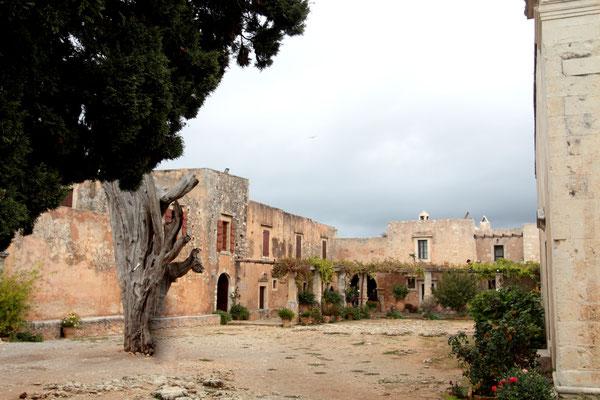 Weltbekannt wurde es durch die Ereignisse am 9. November 1866. Kreta war seit 1669 von den Türken besetzt. Im Kloster Moni Arkadi begann 1866 der Aufstand gegen die Fremdherrscher, der den Kreter einige Jahre später die Freiheit bringen sollte.
