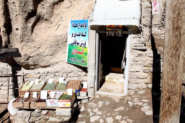 Zu Zeiten des Mongolensturms als Fluchtburg genutzt, dienen sie heute den Bewohnern als Wohnquartiere sogar mit Moschee, Hammam und zwei Mühlen.