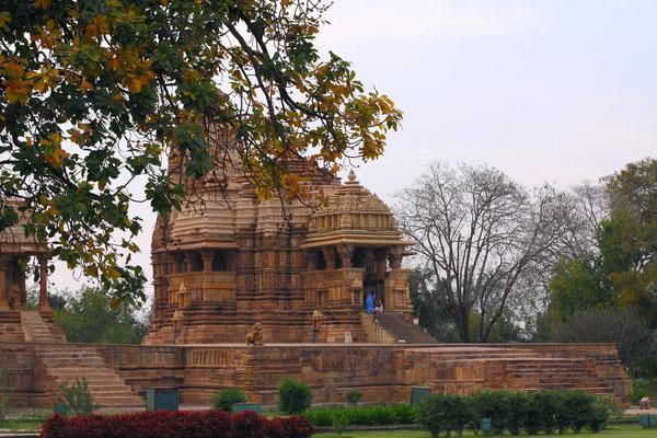 Alle Tempel entstanden in der Zeit von 950 - 1050 n.Chr. während der Chandella-Dynastie