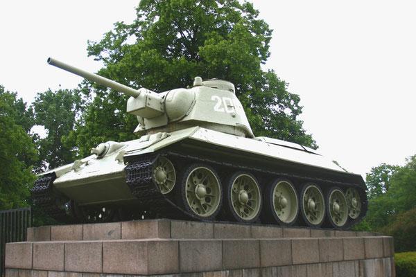 russischer Panzer T 34, der erste, der in Berlin einfuhr