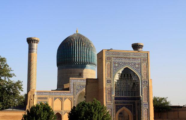 Untrennbar sind die Timuriden mit Samarkand verbunden durch das Gur Emir, die Grabstätte der Timuriden mit dem Grab Amir Timurs .