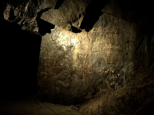 Jede Königsfamilie Schwedens hat sich auf diesem Fels traditionell namentlich verewigt.