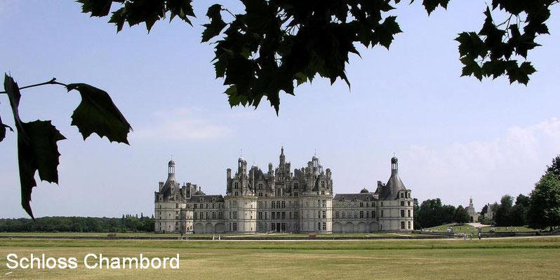 Schloss Chambord - erbaut 1517 als Jagdschloss von Franz I. Es ist das wohl berühmteste Schloss der Loire. Es besitzt 440 Zimmer und fast 400 Kamine.