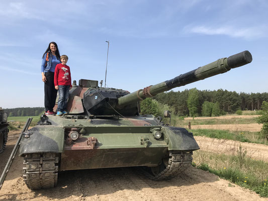 """Ebenfalls in Brandenburg hat man die Möglichkeit, auf verschiedenen Panzern den """"Panzerführerschein"""" zu erlangen"""