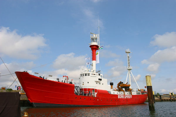 Seit 1989 liegt das ehemalige Feuerschiff Borkumriff im Borkumer Schutzhafen vor Anker. Es wurde am 15. Juli 1988 als letztes deutsches Feuerschiff außerdienst gestellt und dient seither als Informationseinrichtung für den Nationalpark Wattenmeer
