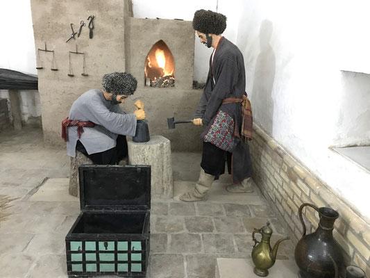 In der nachgestellten Münzschmiede ist die Arbeit der Münzmeister historisch dargestellt.