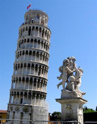 Pisa ist Hauptstadt der Provinz Pisa. Wahrzeichen ist der als Schiefer Turm von Pisa bekannte Campanile