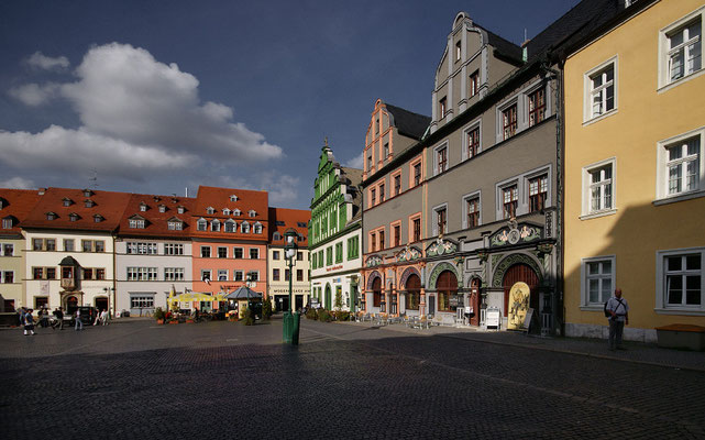 Stadthaus und Lucas-Cranach-Haus - Der prächtige Bau im Stil der Frührenaissance wurde im 2. Weltkrieg zerstört. Beim Wiederaufbau 1968-1971 wurde die historische Fassade wieder hergestellt.