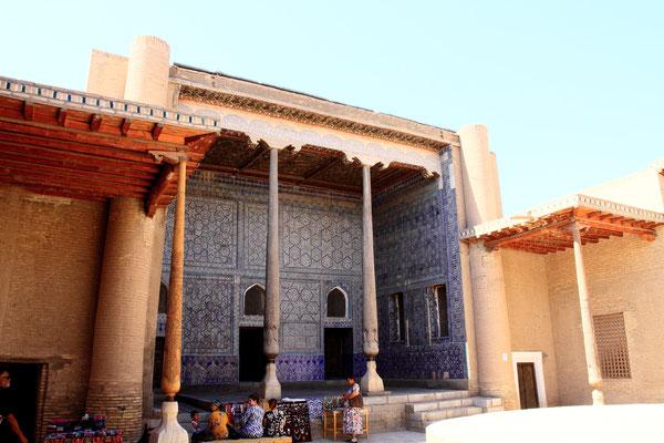 Sie beherbergte eine Kanzlei, eine Waffenkammer, die Münze, eine Moschee und den Empfangssaal, begonnen wurde mit dem Bau 1804.