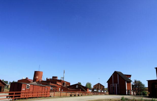 Durch die Gesamtheit der Industrieanlage mit ihren vielen Funktionsbauten wird die lange Geschichte und Entwicklung des Kupfererzabbaus deutlich.