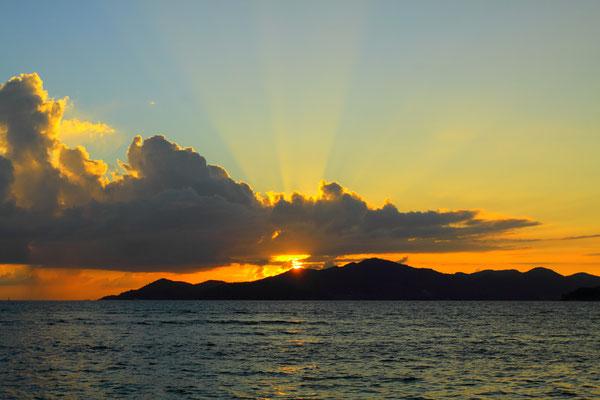 Ein herrlicher Sonnenuntergang rundet das Bild ab.