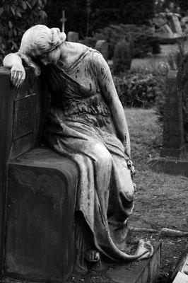 Trauer um die Toten, gesehen auf dem Dresdner Friedhof