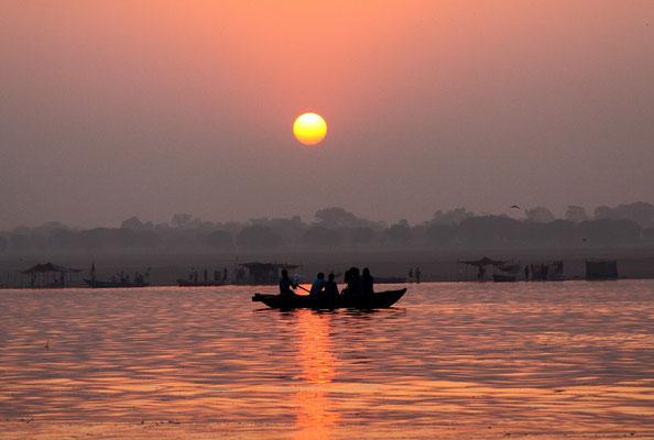 Ein Sonnenuntergang am Ganges ist ein stark emotionales Erlebnis