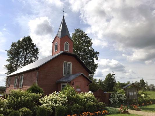 Römisch-katholische Holzkirche von 1828 in Augustow. Sie ist vollständig mit Brettern ausgekleidet und ein Kleinod der lettischen Kirchenansammlungen