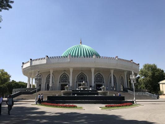 Das Museum der timuridischen Geschichte, unweit vom Reiterstandbild Timurs, ist gleichzeitig Symbol für das neue selbstbewußte usbekische Nationalgefühl.