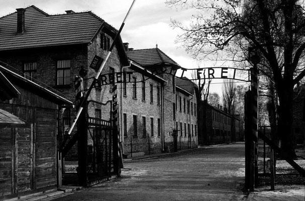 Arbeit macht frei - das berüchtigte Eingangstor zum Lager Auschwitz I
