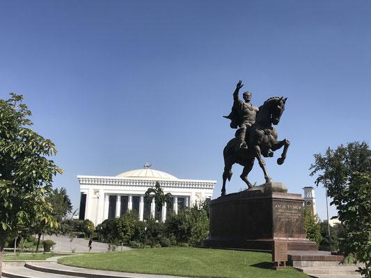 Bis heute sind die Städte von der märchenhaften Architektur der Timuriden unter seinem Anführer Amir Timur, auch als Tamarlan der Große bekannt, geprägt                                           .
