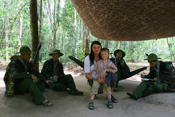 """Zeltlager einer """"Vietcong-Einheit"""""""