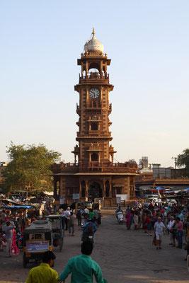 Jodhpur: Der Uhrenturm aus britischer Zeit ist ein guter Markierungspunkt in dieser schnellen, lauten und sehr dreckigen Stadt.