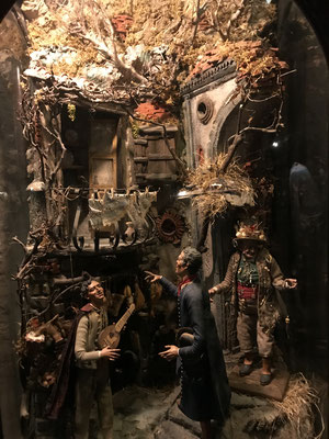 Das Krippenspiel hat in Neapel eine herausragende Bedeutung. Hunderte von Kunsthandwerkern arbeiten das ganze Jahr über an den schönen Stücken