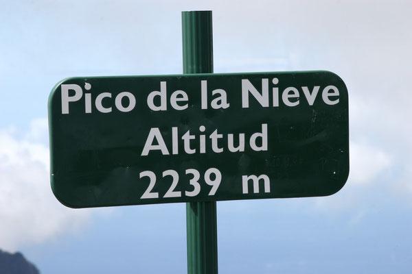 Der Pico de la Nieve ist mit 2239 Metern eine der höchsten Erhebungen. Der Gipfel befindet sich auf der Spitze eines erloschenen Vulkans im dünn besiedelten Inselinnern.
