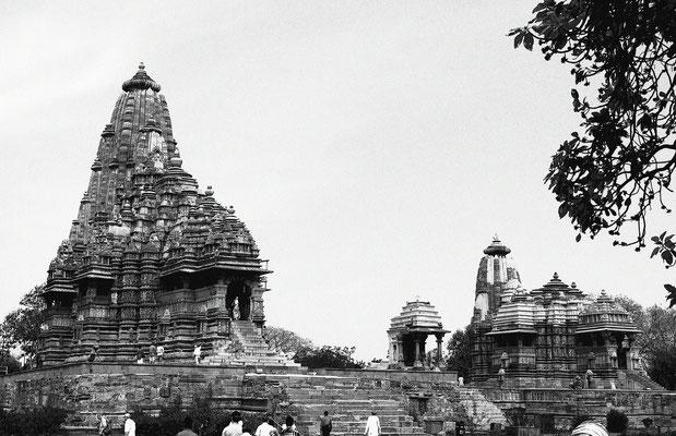 Die Tempel sind allesamt ein Meisterwerk der Steinmetzkunst der indo-arischen Architektur.
