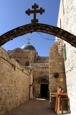 zahlreiche Kreuzwegstationen liegen entlang der Straße der tiefen Frömmigkeit, hier brach Jesus unter der Last des Kreuzes zusammen.